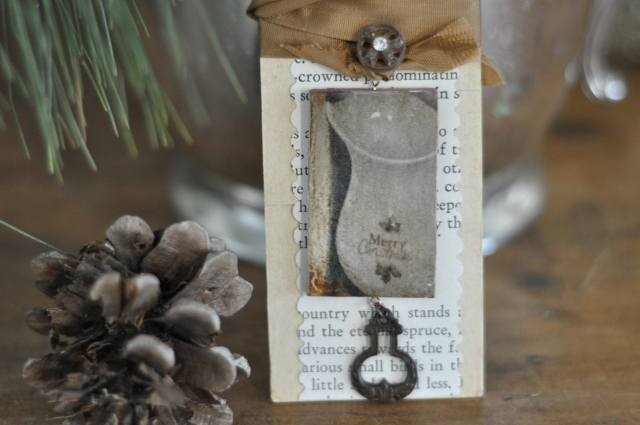 Primitive Christmas necklace